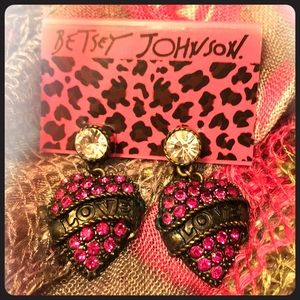 Betsey Johnson Love Heart Drop Earrings 💗💗💗💗💗